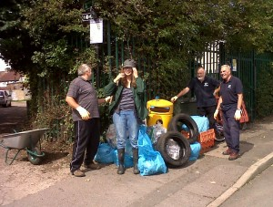 Bob, Carole, Ron and Malcolm setting out the litter for collection by the Council. By piggy-backing on Bexley's scheme for collecting mixed recyclables from flats with no room for separate boxes, the riverkeepers are now able to divert much of the material they pick up from landfill or incineration. (Photo: Chris Rose)
